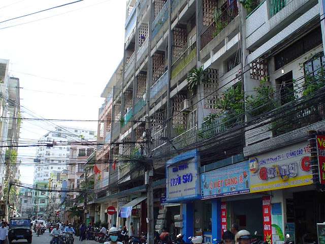 Descubrir Vietnam. Cables en Saigon, Ho Chi Minh City, Vietnam