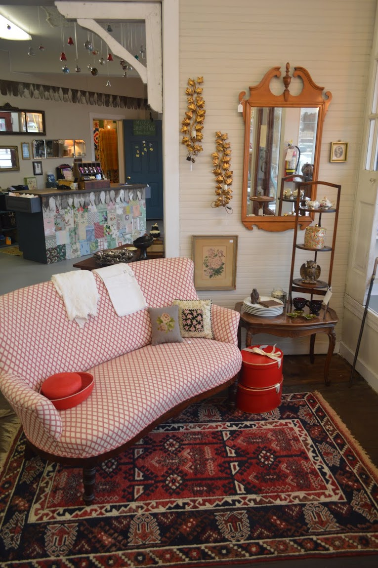 SuzAnna's Antiques & SuzAnna's Antiques Station