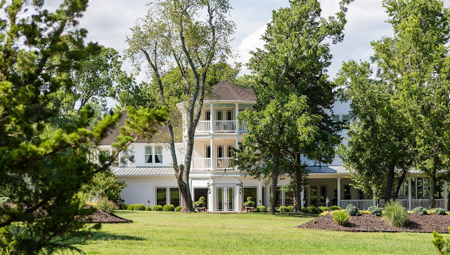 Discover Pratt Place Inn & Barn on Sassafras Hill in Fayetteville, an elegant oasis embracing an award winning boutique hotel hidden away on 140 lush acres of pasture and woodland.
