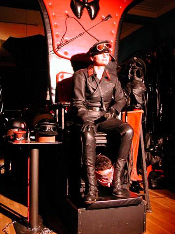 Varias décadas de trayectoria para la reina del BDSM, Dómina Zara