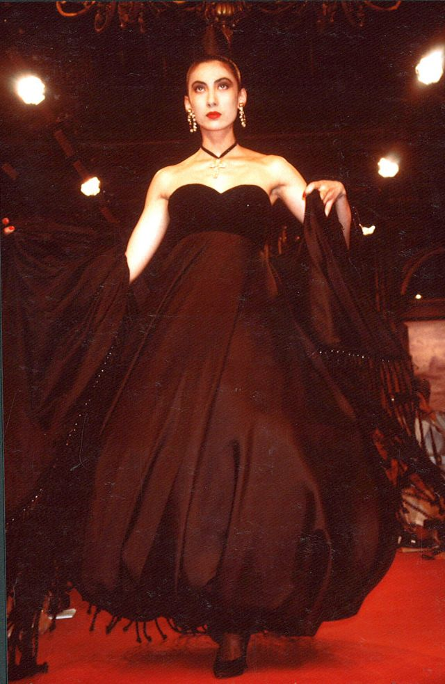 Fall winter 1987 haute couture the unique collection of for Women s haute couture clothing