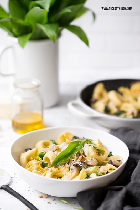Nudeln mit Bärlauch, Pilzen, Pecorino und Trüffelöl
