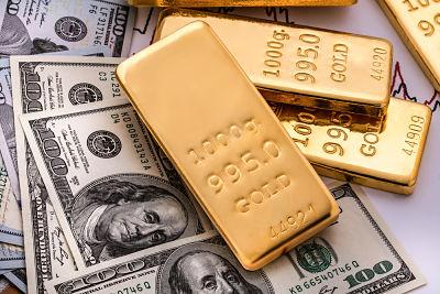 Por que baja el oro