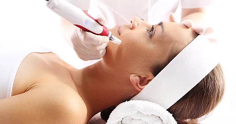 Say Goodbye to All Your Beauty Woes with Microneedling and Dermaroller Treatments