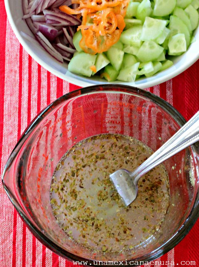 Vinagreta para preparar Cebollas encurtidas con chile habanero y pepino por www.unamexicanaenusa.com