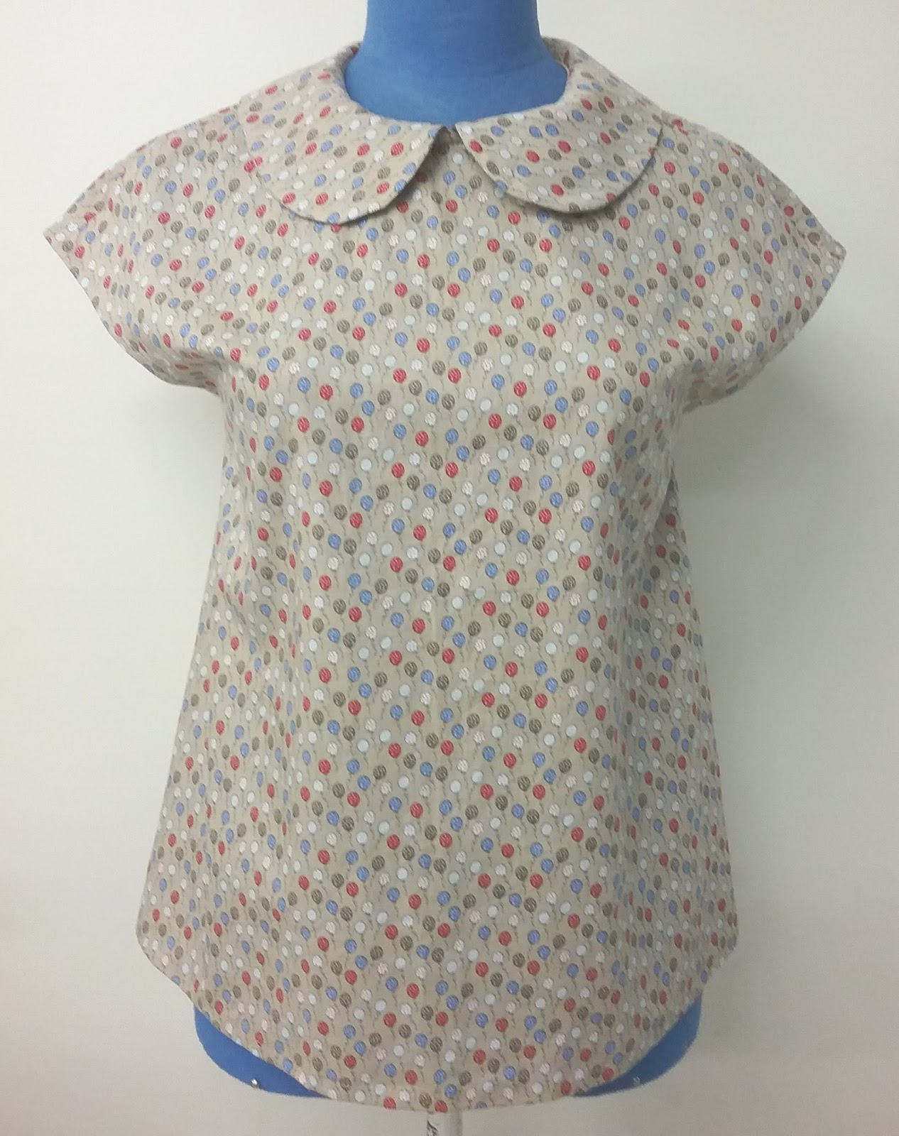 755c0ec7e Escuela de Diseño de Moda Marper  Blusa con cuello bebé