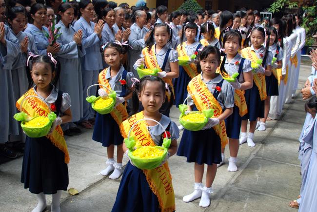 Vu Lan Ceremony, vu lan festival in lunar July, Vietnamese day for gratitude for parent