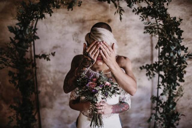 una boda industrial - novios tatuados - editorial moda nupcial