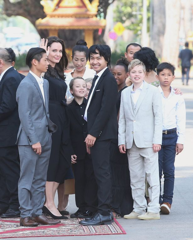 Angelina Jolie And Her 6 Children Makes First Red Carpet ... Angelina Jolie Kids
