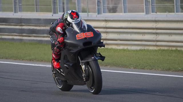 Kecepatan Lorenzo dan Iannone Kejutkan Marquez