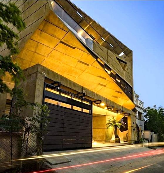 rumah minimalis dinding asimetris dan lighting
