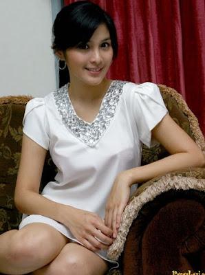 tarif sandra dewi Paha Mulus Artis Indonesia