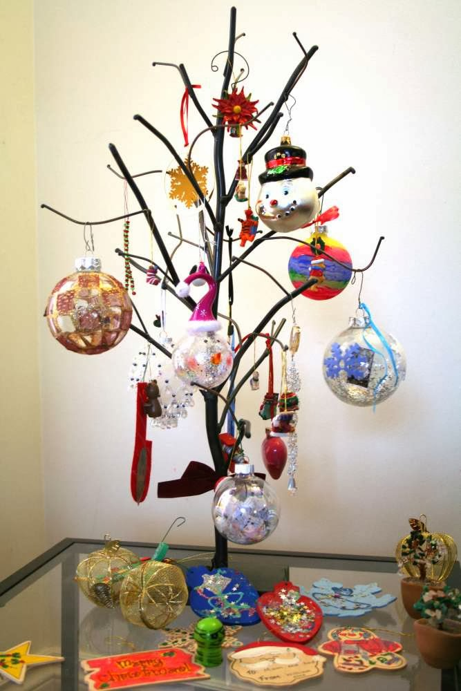 The Creative Continuum of 7 Artists - featuring Monique Urquhart: My special Christmas Tree :: All Pretty Things
