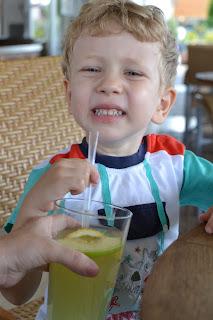 Oğlumun limonata keyfi.