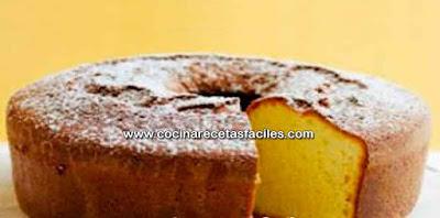 El chifon de naranja es un tipo de bizcocho muy esponjoso y ligero pero de gran sabor.  En este caso, proponemos una receta de chifon más refrescante, con el aroma y sabor cítrico de las naranjas frescas.