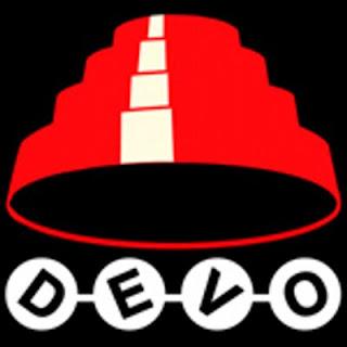 Logo DEVO. Devo Hat: Especie de cono escalonado y truncado rojo invertido en forma de sombrero