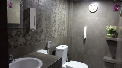 hentikan sepuluh kebiasaan ini di kamar mandi, nomor sepuluh yang paling mengerikan