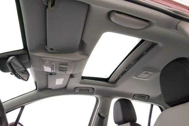 Novo Chevrolet Tracker 2017 - interior - teto solar