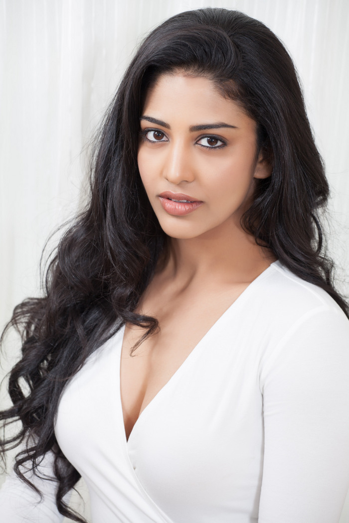 Actress Daksha Nagarkar Hot Photshoot Gallery