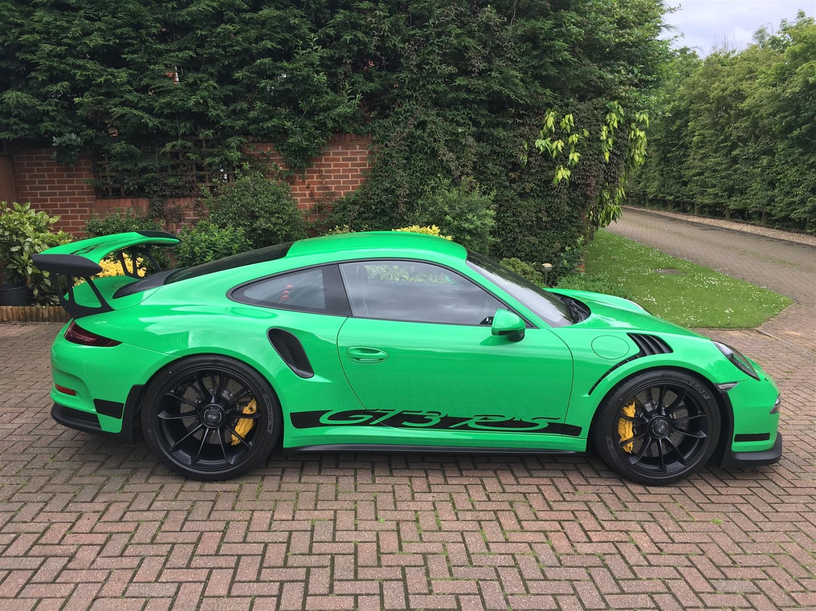 Bright Green Porsche 911 Gt3 Rs For Sale In Uk R4 3 Million