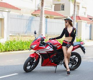 Cewek Cantik & Seksi Honda CBR150R
