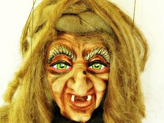 'A Bruxa de Dreads' - Bonecos do Mundo, Grupo Só Rindo Bonecos da Montanha