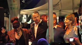Ο Tom Hanks τραγουδά «Μάτια Βουρκωμένα» και δηλώνει περήφανος Έλληνας (Video)