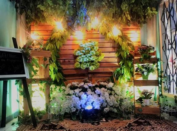 Contoh Model Backdrop Photobooth Pernikahan dari kayu