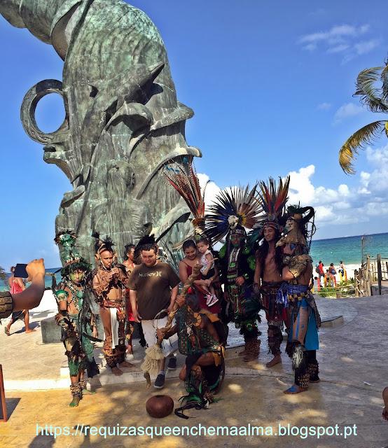 Playa del Carmen, show ao vivo a Dança dos Voadores.