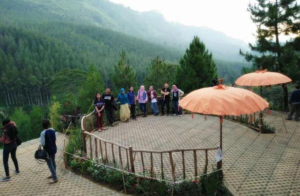 Wisata Keluarga di Lembang The Lodge Maribaya