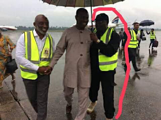 Photos: Rivers State SARS commander pictured holding umbrella for former APC Governorship candidate, Dakuku Peterside
