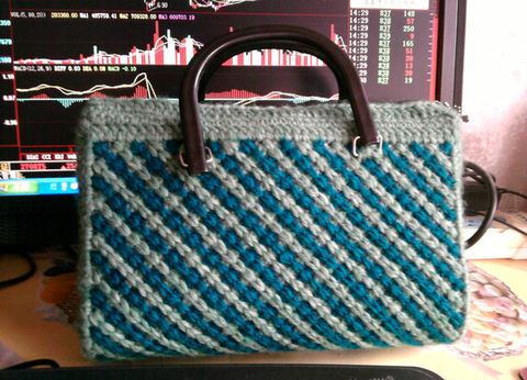 Bolso con un trozo de Crochet simple