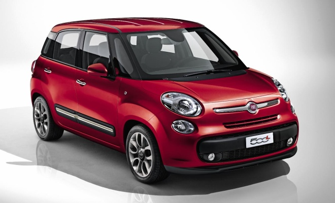 Fiat 500L from the front