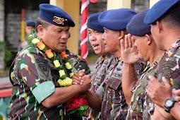 Tornagogo Sihombing Berikan Arahan ke Personil Sat Brimobda Papua Barat