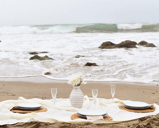 romantic beach dinner