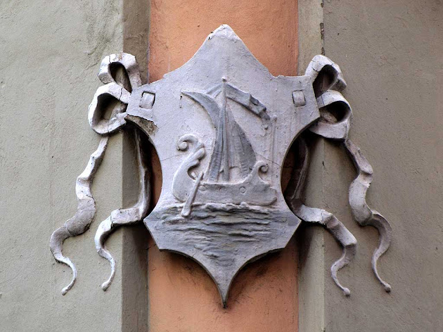Liburna galley on a crest, Livorno