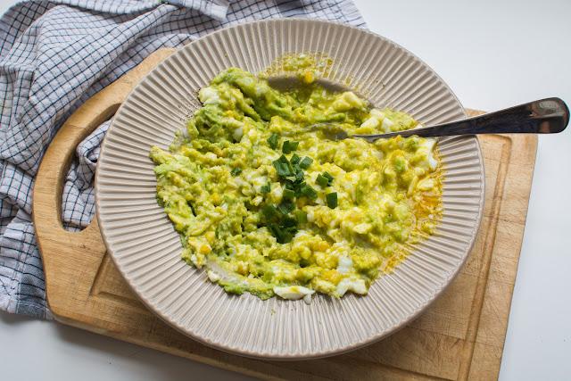 łatwa pasta z awokado i jaja