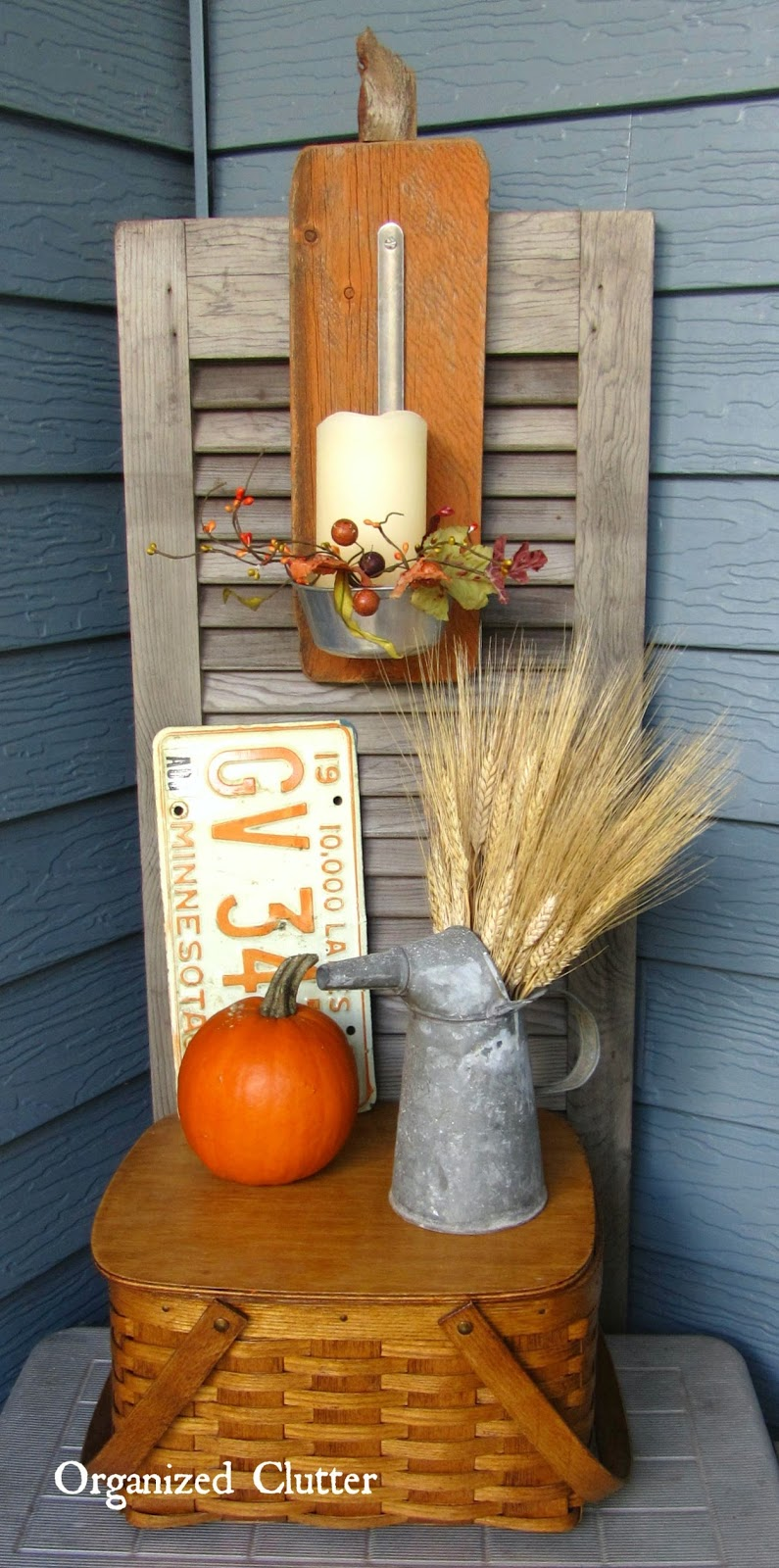 Fall Covered Patio Vignette www.organizedclutterqueen.blogspot.com