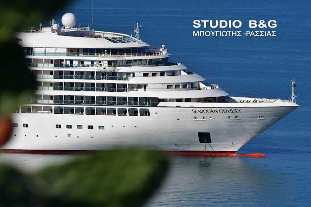 Τα κρουαζιερόπλοια Seabourn Odyssey και SeaDream II σήμερα στο Ναύπλιο