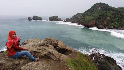 Pantai Siung merupakan salah satu pantai di Jogja yang masih belum banyak dikunjungi oleh wisatawan