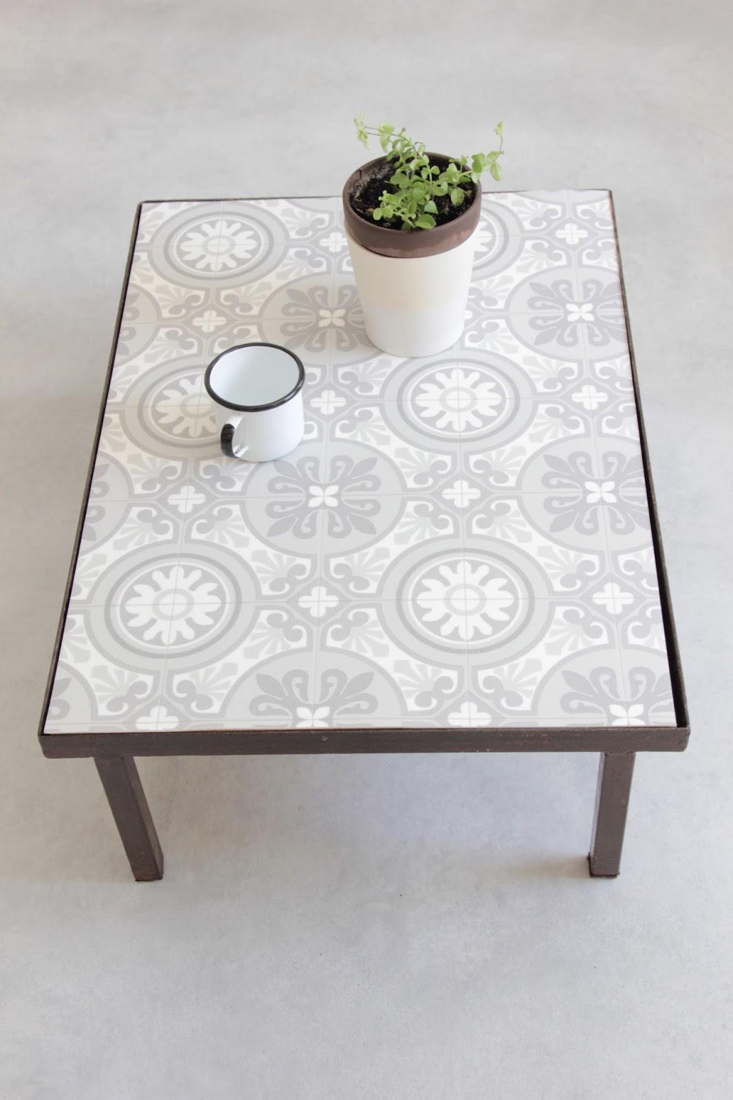 Regardsetmaisons ma table basse fa on carreaux de ciment diy for Table de jardin en carrelage