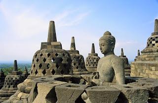 Kehidupan Masa Praaksara Hindu Buddha dan Islam di Indonesia Kehidupan Masa Praaksara Hindu Buddha dan Islam di Indonesia di Berbagai Bidang