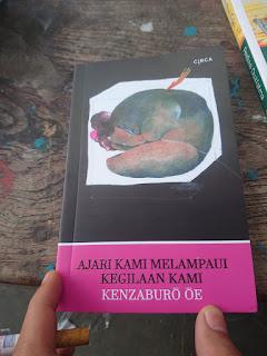 Ajari Kami Melampaui Kegilaan Kami Karya Kenzaburō Ōe [ULASAN]