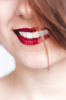 reason yellow teeth occur and how to whiten teeth
