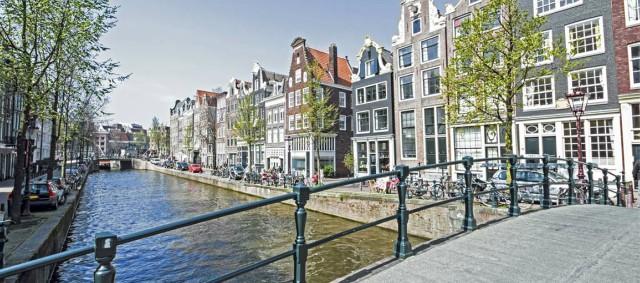 canali-di-amsterdam-poracci-in-viaggio-last-minute