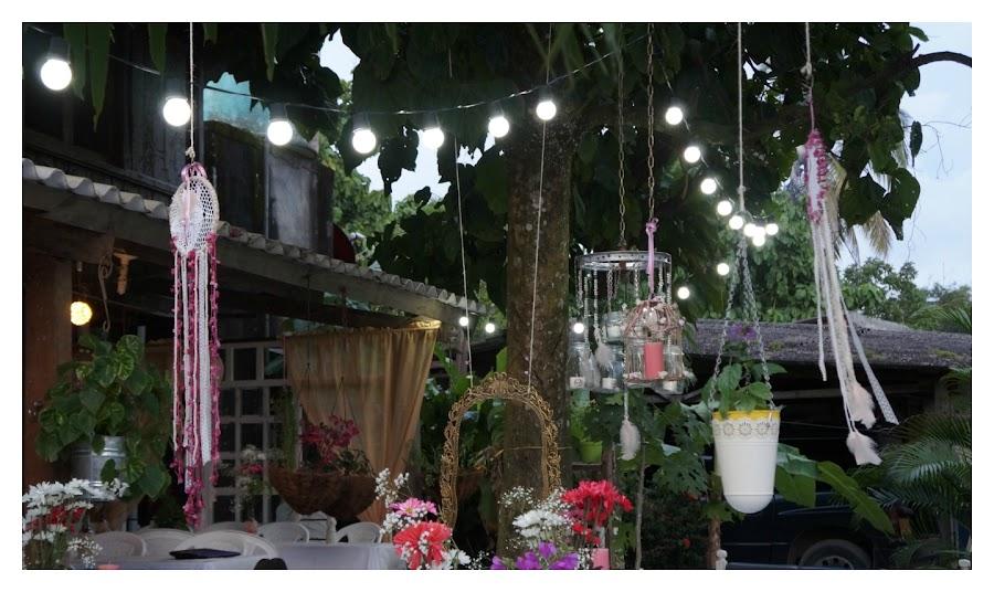 Decoración fiesta rústica, bohemia (boho), ecológica,low cost, jaulas decoradas, lamparas con botellas, reciclaje, reciclados, atrapasueños, fiesta exterior, fiesta, exteriores, campestre, aire libre, materas, madera reciclada, centros de mesa