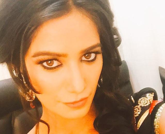 Poonam-Pandey-Gorgeous-Face