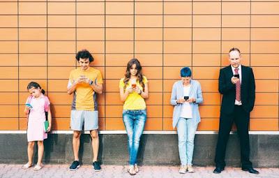 ¿El celular une o separa familias?