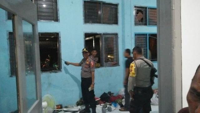 Lumpuhkan Petugas Dengan Air Cabe, Ratusan Napi Berhasil Kabur Dari Lapas Lambaro