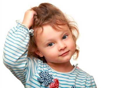 Niños con pediculosis